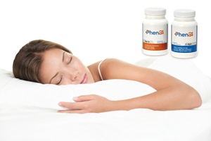 Donna che dorme nel letto.  Donna dorme isolato su sfondo bianco.